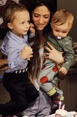 Σοφία Καρβέλα: 10+1 πιο τρυφερές φωτογραφίες με τους γιους της