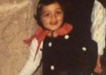 Αναγνωρίζετε το κοριτσάκι στη φωτογραφία; Είναι πασίγνωστη Ελληνίδα παρουσιάστρια!