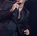 Χαμογελά ξανά! Ο πασίγνωστος τραγουδιστής διατηρεί δεσμό με 21χρονη καλλονή, μετά τον χωρισμό του!