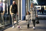 Paparazzi: Η Έλενα Ασημακοπούλου με τον Μπρούνο Τσιρίλο και την κορούλα τους στην Κηφισιά