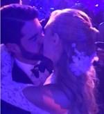 Φίλιππος Λαιμός - Μαριάννα Γουλανδρή: Δείτε το τρυφερό φιλί που αντάλλαξαν στον χορό του γάμου τους