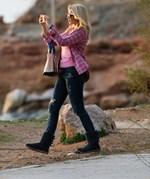Paparazzi! Κωνσταντίνα Σπυροπούλου: Βόλτα δίπλα στη θάλασσα μετά τις φήμες για νέο έρωτα