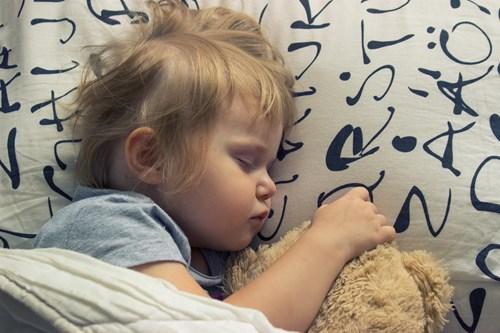 <span class=categorySpan colorGreen>Kids/</span>Ψυχολογία: Γιατί κοιμάται μόνο με το... νάνι του;