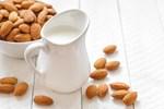 Αυτοί είναι οι 3 συνηθέστεροι μύθοι για το γάλα αμυγδάλου!