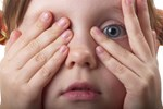 «Μαθαίνουμε» τα παιδιά μας να φοβούνται;