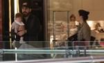 Paparazzi! Σίσσυ Φειδά: Βόλτα με τον σύζυγο και την πέντε μηνών κορούλα τους