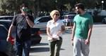 Κωνσταντίνα Σπυροπούλου: Ποιοι είναι οι γοητευτικοί νεαροί που την συνοδεύουν στη βόλτα της στη Βουλιαγμένη;