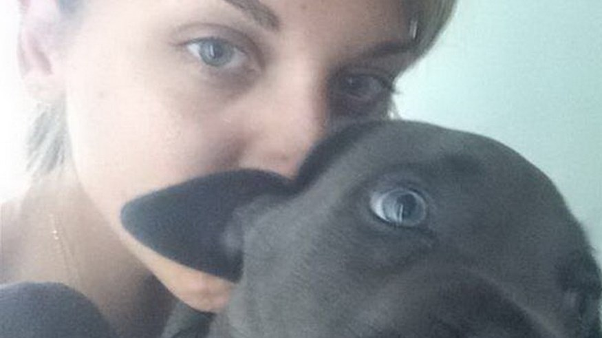 Η Κωνσταντίνα Σπυροπούλου και ο σκύλος της έχουν τα ίδια μάτια!