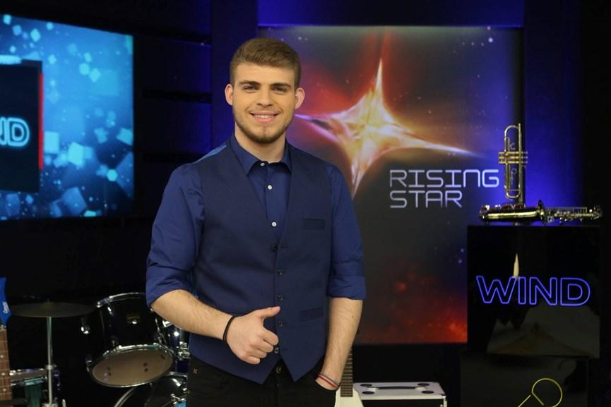 Ο Στέλιος Τσάκωνας στο rising star