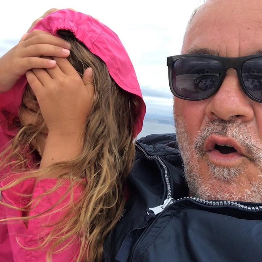 Ο Γιωργος Λυρας με την κορη του