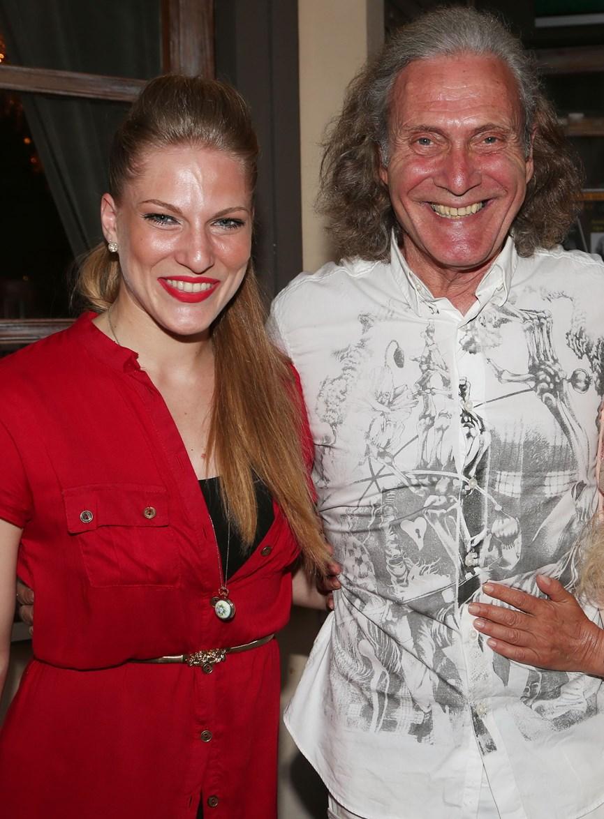 Η Σάρα Εσκενάζη με τον Αλμπέρτο Εσκενάζη που είναι πατέρας της, χαμπογελαστοί σε παλιότερη εμφάνιση τους