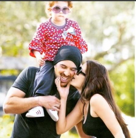 Η Μαρία Κορινθίου και ο Γιάννης Αϊβάζης με την κόρη τους