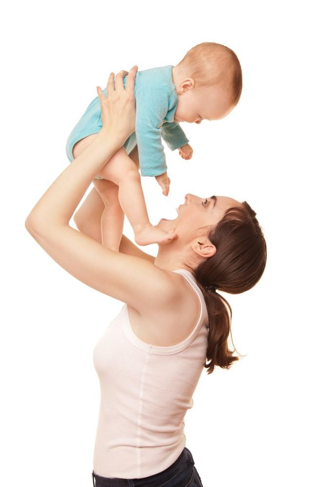 Μαμά παίζει με το μωρό της