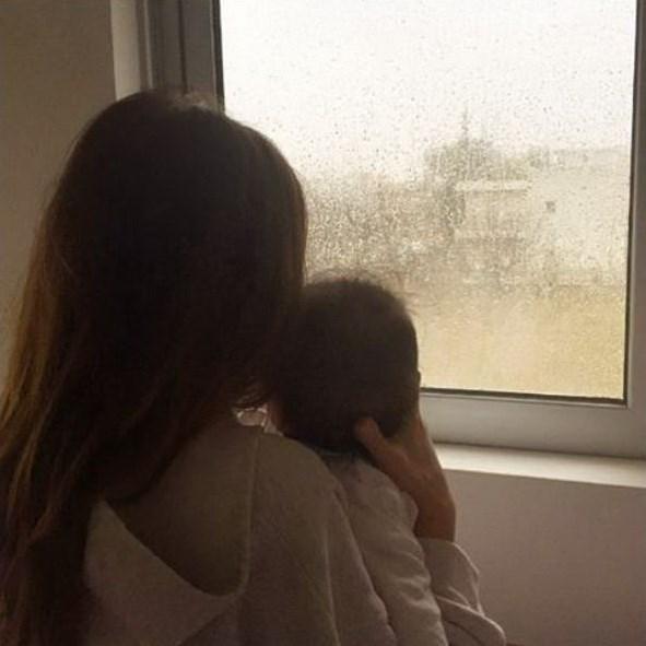 Η Ελένη Καρποντίνη με τον πέντε μηνών γιο της