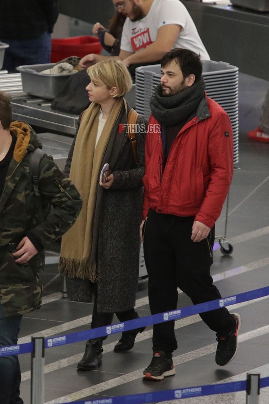 Η Νάντια Κοντογεώργη και ο Χάρης Παντελιδάκης στο αεροδρόμιο